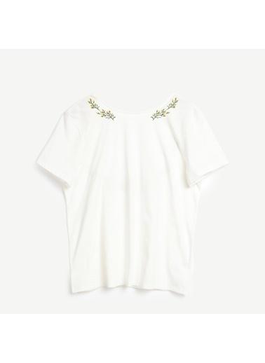 Yargıcı Nakış Detaylı Kısa Kollu T-Shirt Beyaz
